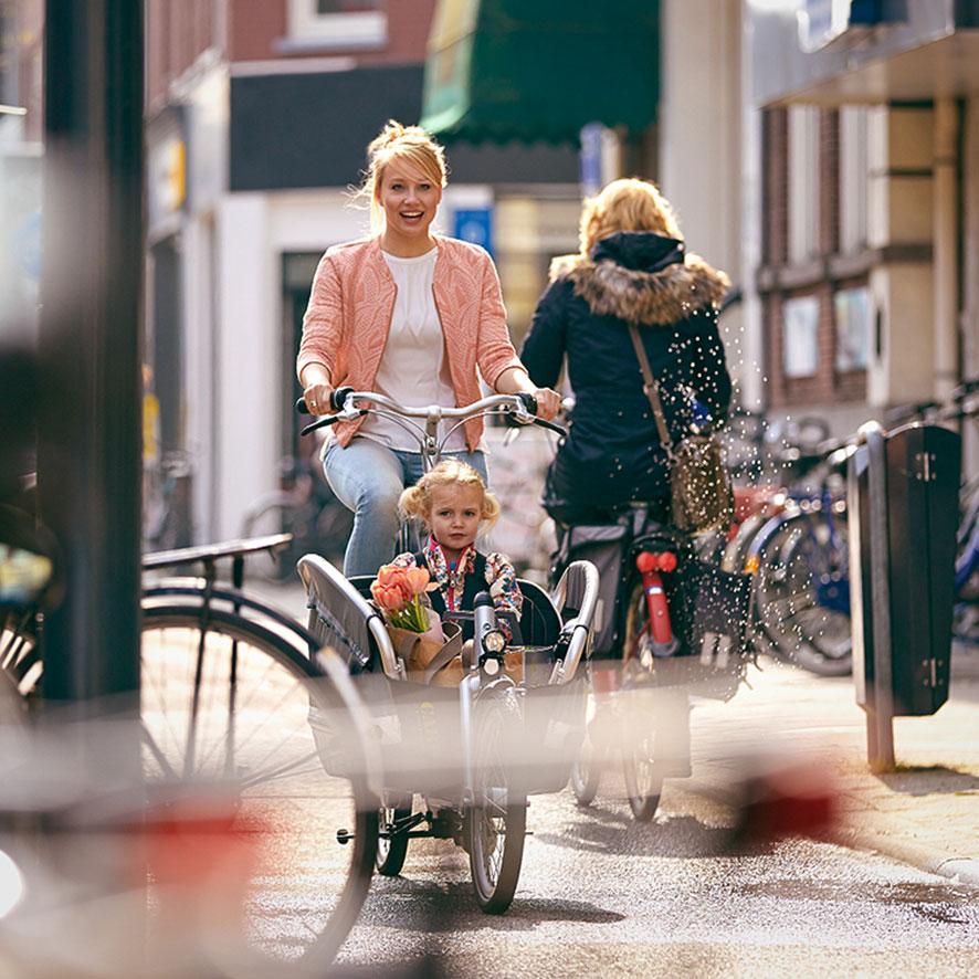 Gerade das Radfahren mit Kindern stellt besonders hohe Anforderungen an die Sicherheit und Zuverlässigkeit. Unser Cabby ist die moderne Interpretation eines Transportfahrrads.