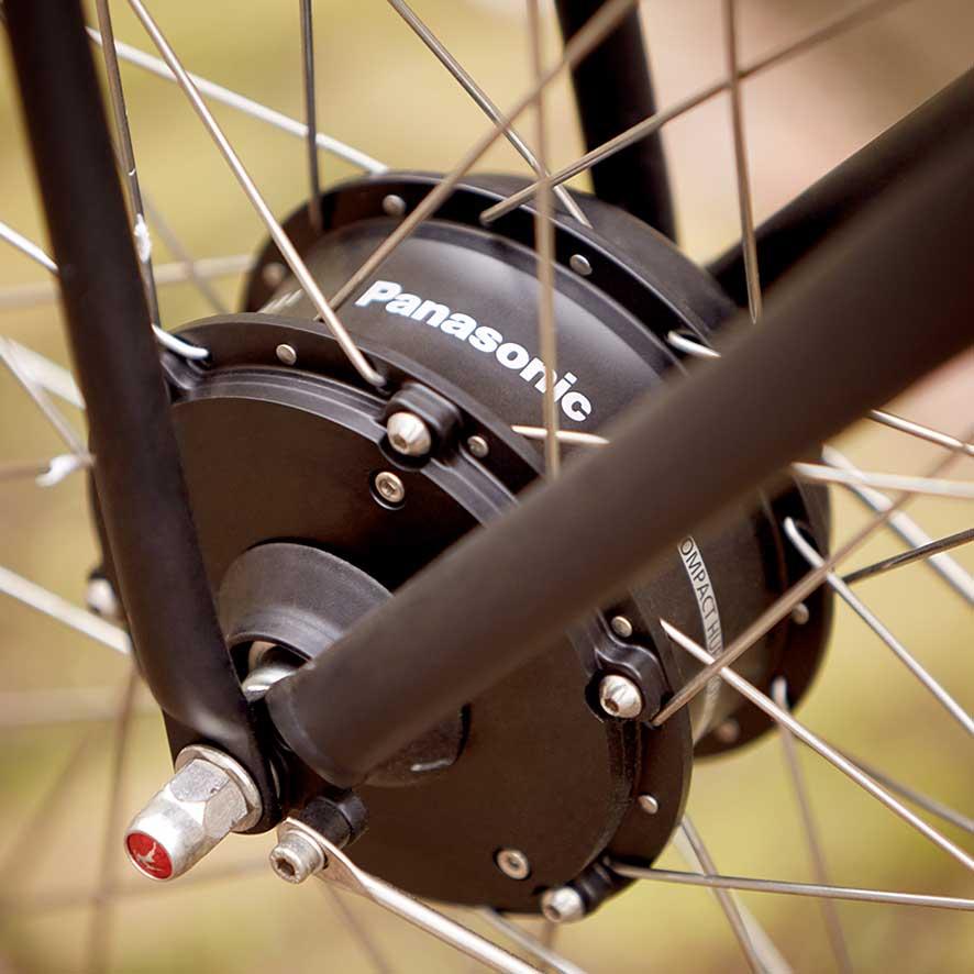 Mit dem Doppelständer und der Lenkersperre bleibt das Rad mit jeder Fracht stabil stehen.