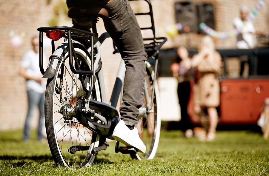 Unsere leichten Lastenräder mit den coolen breiten Reifen, einem schnörkellosen Design und dem einzigartigen Frontgepäckträger sind ebenso optisch ansprechend wie praktisch.