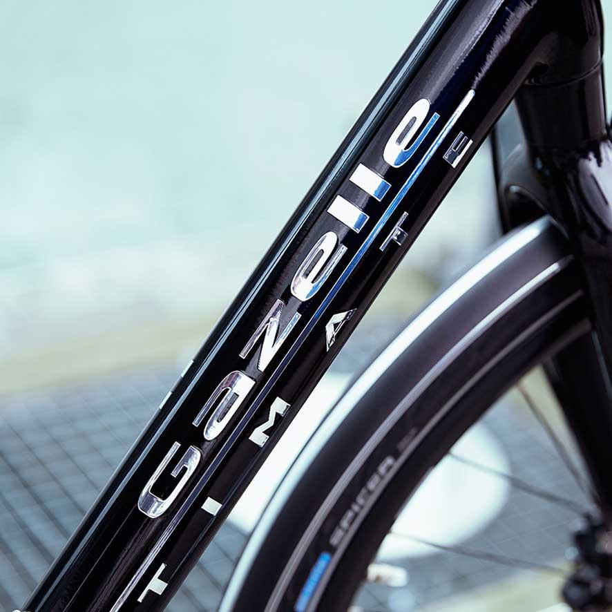 Ob Antriebsriemen, Carbon-Rahmen oder Bosch-Nyon-Display – keine Innovation ist zu verrückt für das Gazelle Ultimate.