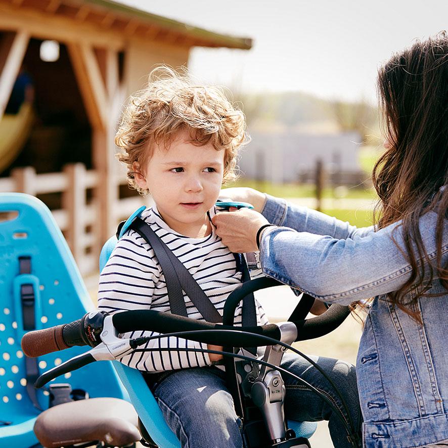 Die Kids sitzen besonders angenehm in den optionalen Sitzen mit superweichen Schultergurten.