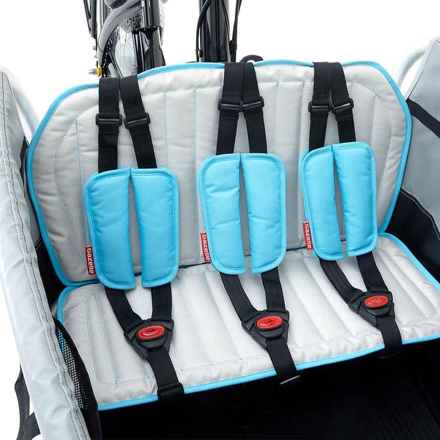 Der Doppelständer und die Lenkersperre bieten zusätzliche Stabilität und Sicherheit.