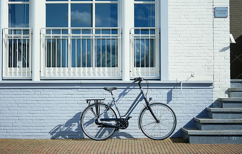 Mit den komfortablen Gazelle Ultimate City-Rädern bereitet jede Fahrt größten Genuss. Ob Sie mit dem Rad zur Arbeit fahren oder eine Radtour außerhalb der Stadt machen – dank dem hochwertigen, leichten Aluminiumrahmen sitzen Sie immer gut.